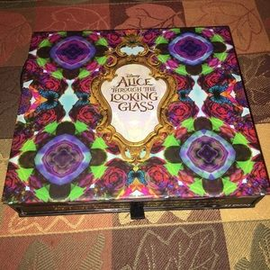 Urban decay Alice palette